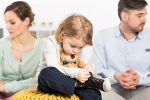 Как и сколько платить алименты за двоих детей и неработающую жену